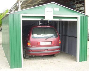 Garajes de metal granada for Casas en garajes